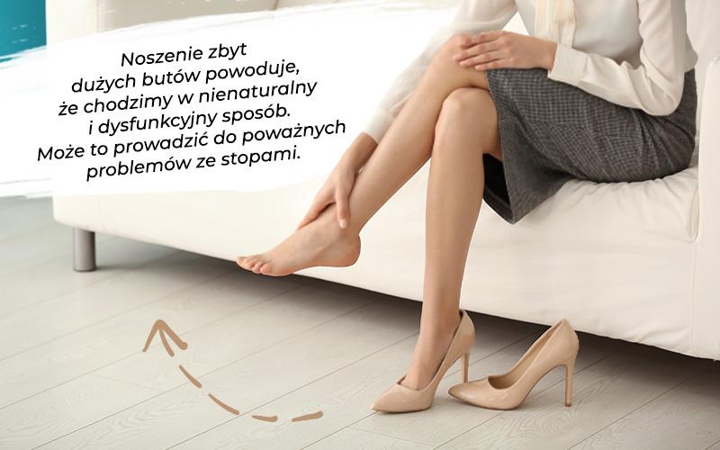 Сидящая женщина в негабаритных туфлях - телесные туфли на высоком каблуке для уменьшения
